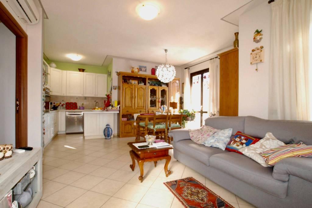 Appartamento in ottime condizioni in vendita Rif. 9175881
