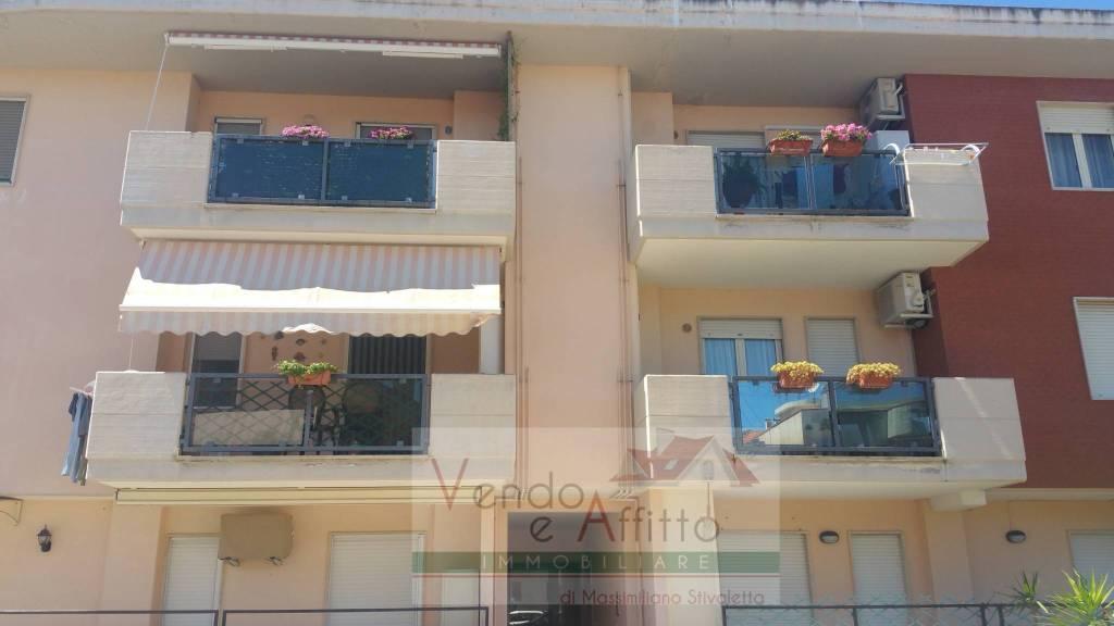 Appartamento in buone condizioni in vendita Rif. 9177389