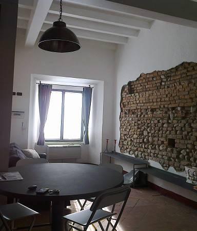Monolocale in palazzo d' epoca senza spese condominiali.