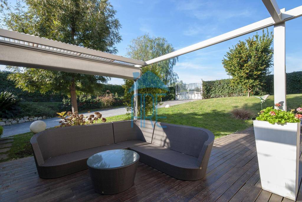 Villa in vendita a Roma, 7 locali, zona Zona: 37 . Morena - Ciampino - Trigoria - Falcognana, prezzo € 780.000 | CambioCasa.it