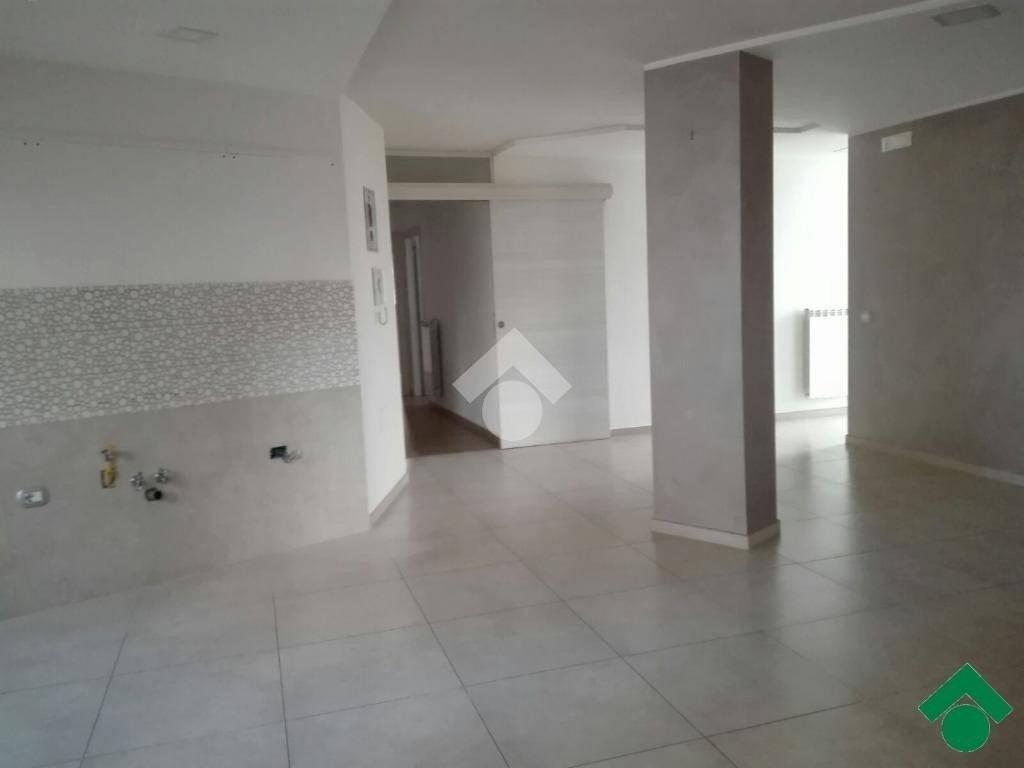Appartamento in ottime condizioni in affitto Rif. 9175829