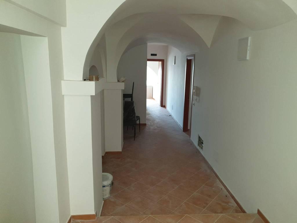 Appartamento in ottime condizioni parzialmente arredato in vendita Rif. 9176767