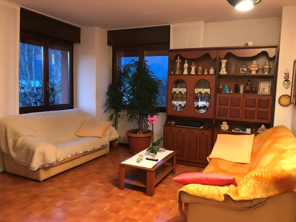 Appartamento in buone condizioni parzialmente arredato in vendita Rif. 9175933