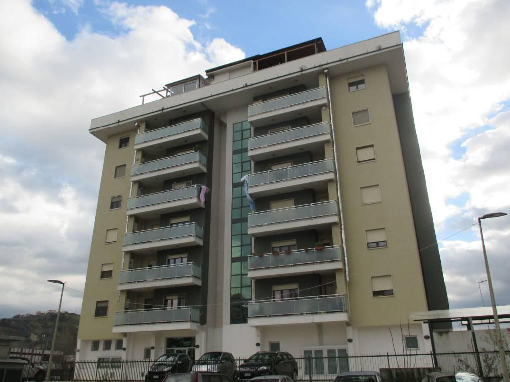 Appartamento in buone condizioni in vendita Rif. 9177952