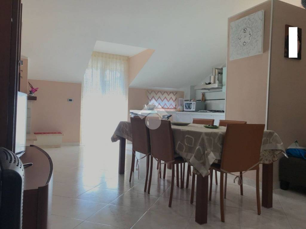 Appartamento in buone condizioni in affitto Rif. 9226295