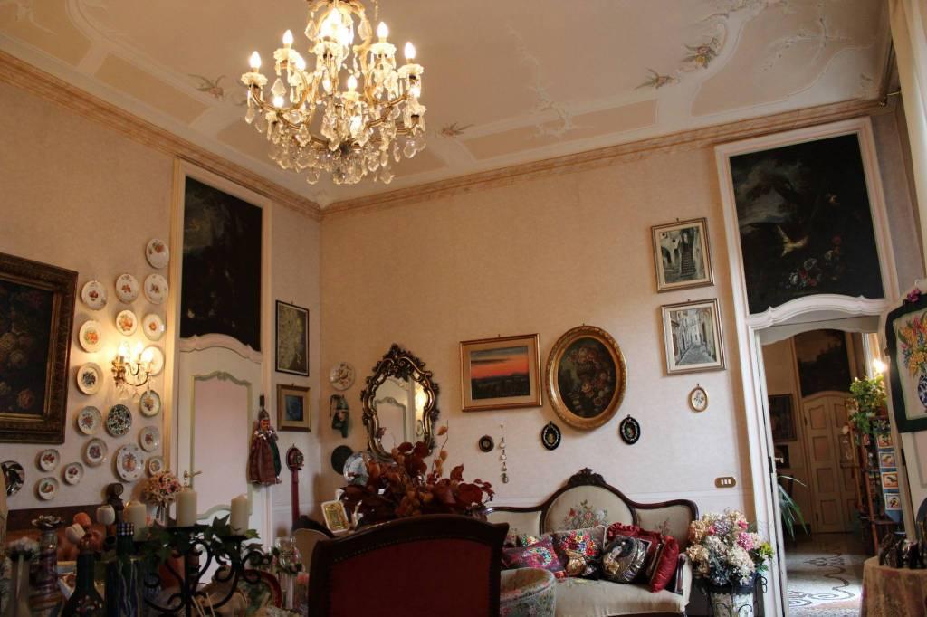 Appartamento in buone condizioni arredato in vendita Rif. 9164516