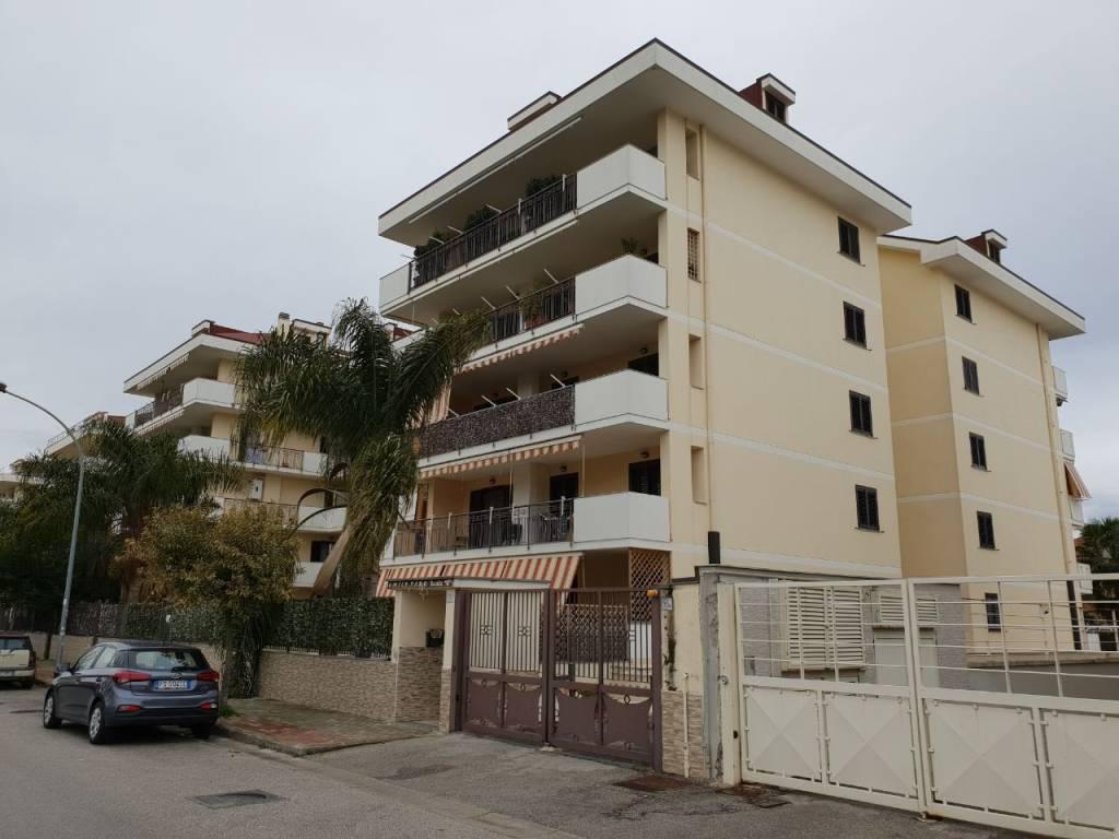 Appartamento in ottime condizioni in vendita Rif. 9176181