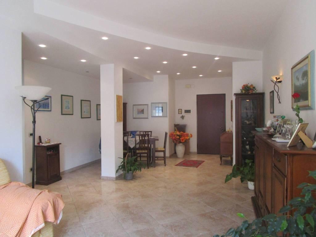 Appartamento in ottime condizioni parzialmente arredato in vendita Rif. 9177514