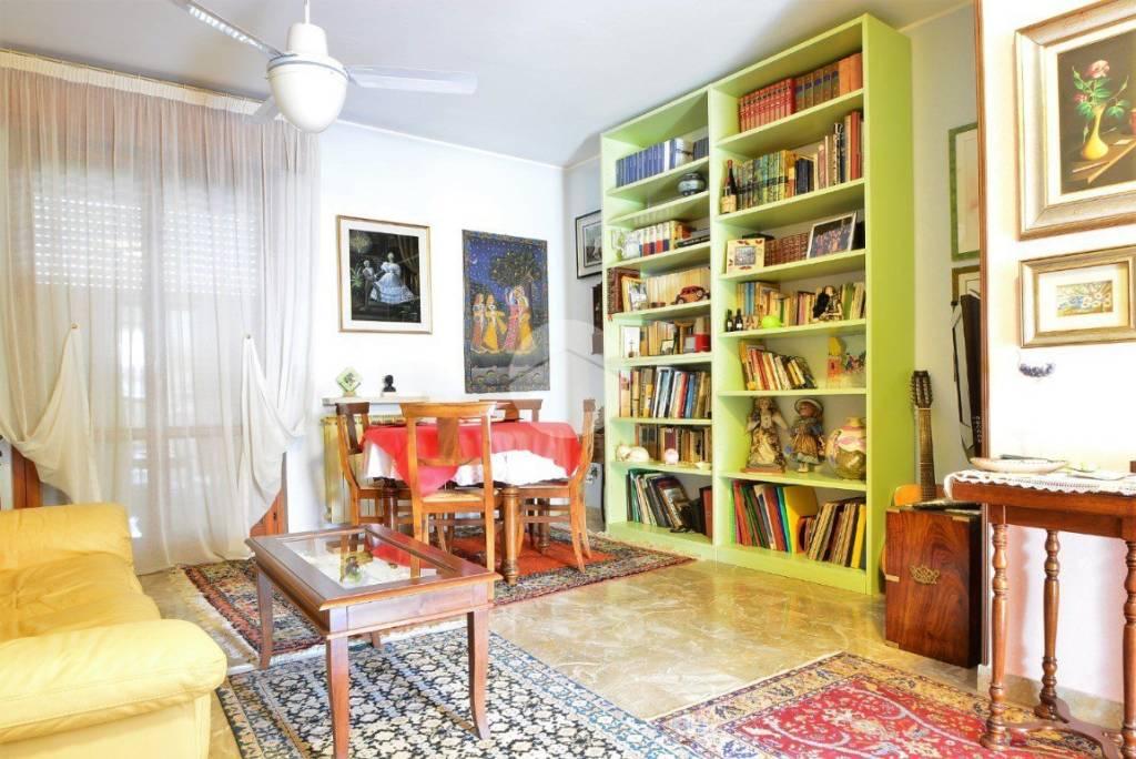 Appartamento in buone condizioni in vendita Rif. 9180325