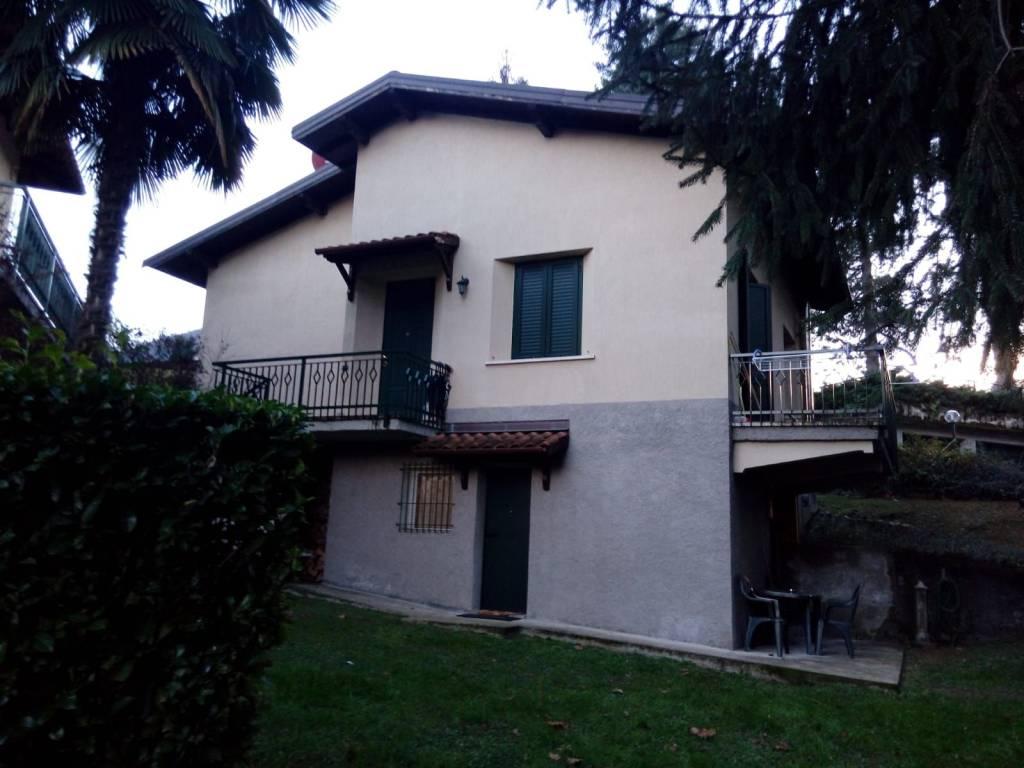Villa in vendita a Lavena Ponte Tresa, 6 locali, prezzo € 370.000 | CambioCasa.it