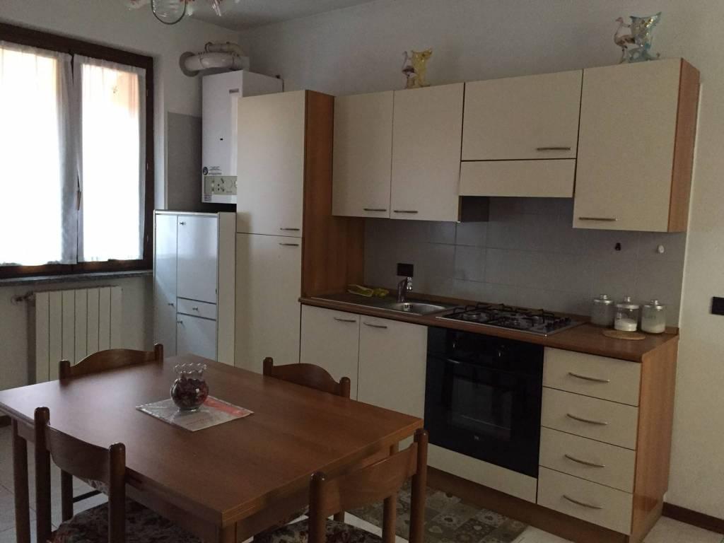Appartamento in buone condizioni arredato in affitto Rif. 9178018
