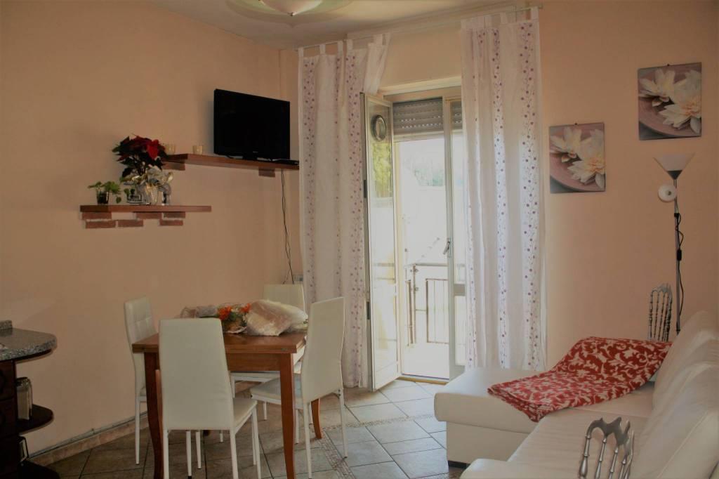 Appartamento in buone condizioni in vendita Rif. 9181744