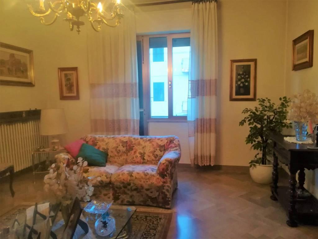 Appartamento in buone condizioni in vendita Rif. 9177734