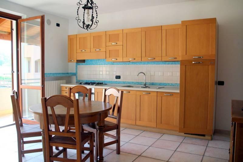 Appartamento in buone condizioni parzialmente arredato in affitto Rif. 9174930