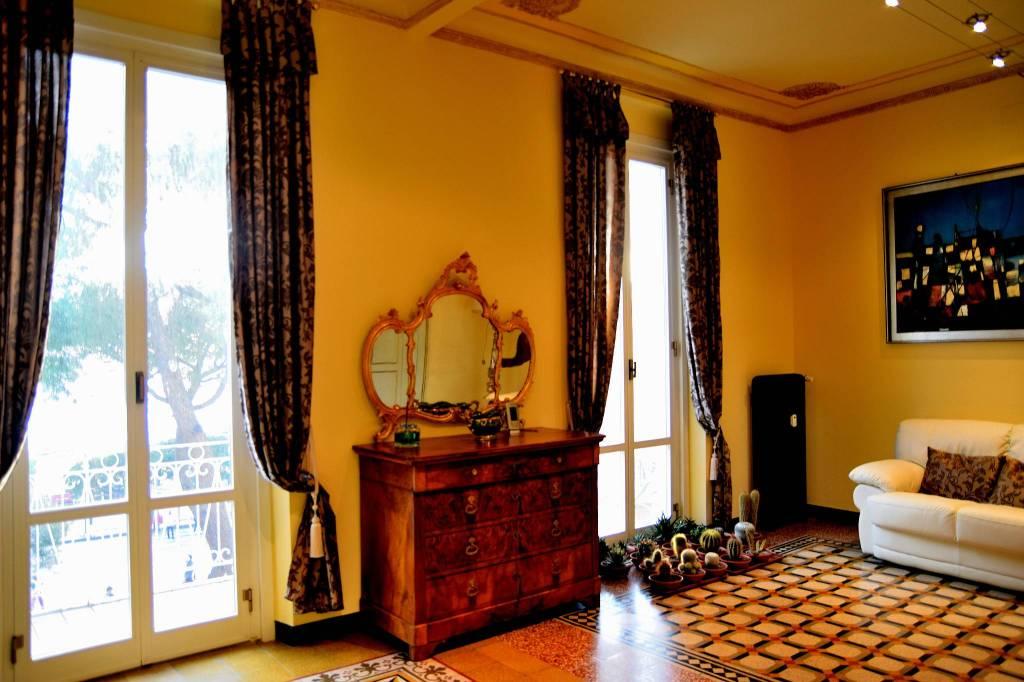 Appartamento ristruttorato sul lungomare recco