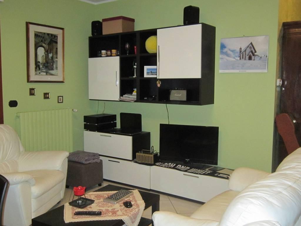 Appartamento in buone condizioni arredato in affitto Rif. 9177746