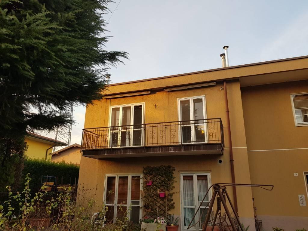 Appartamento in buone condizioni in vendita Rif. 9176673