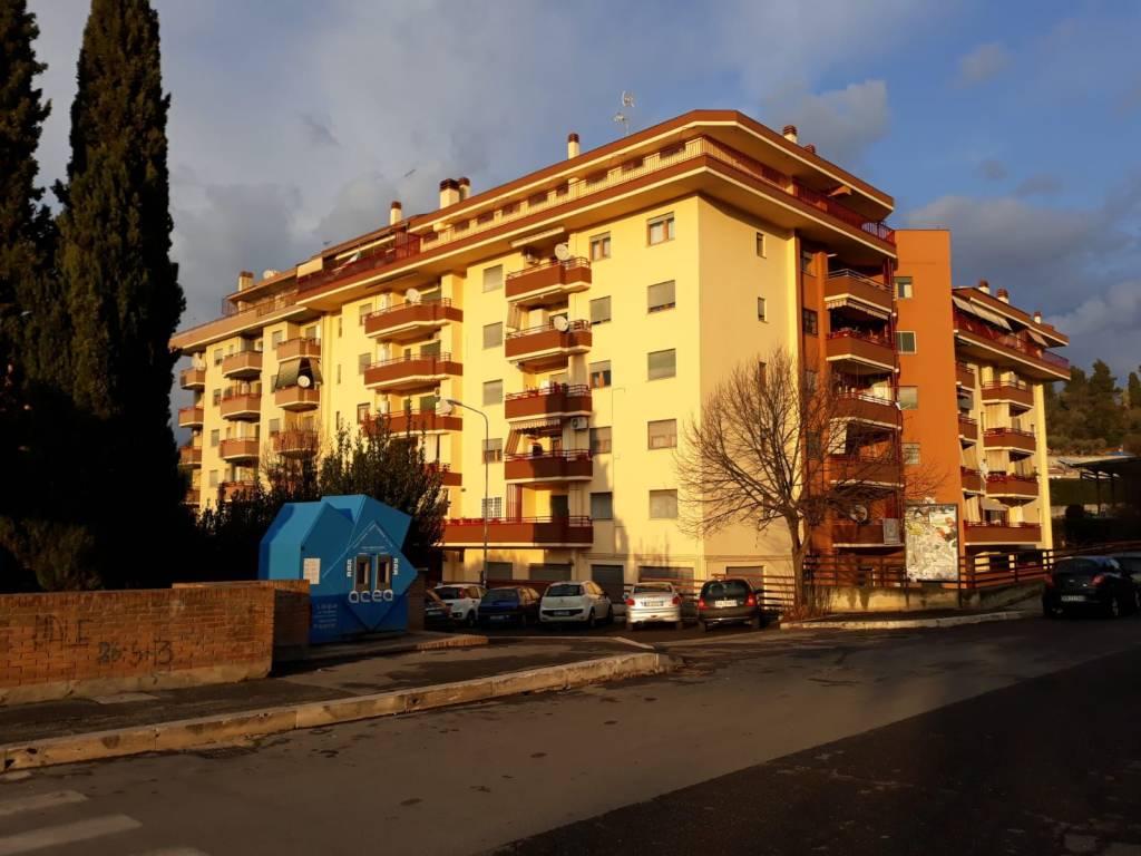 Appartamento in buone condizioni parzialmente arredato in vendita Rif. 9181828