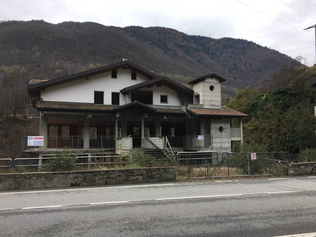 Palazzo / Stabile in vendita a Berzo Demo, 9999 locali, Trattative riservate | CambioCasa.it