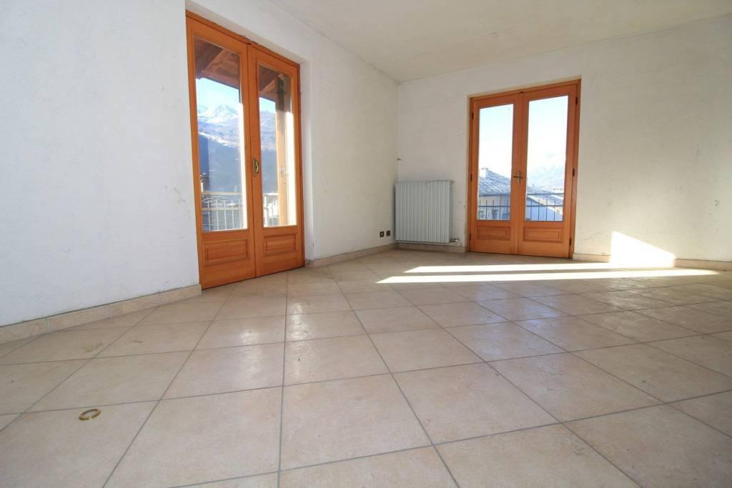 Appartamento in ottime condizioni in vendita Rif. 9197758