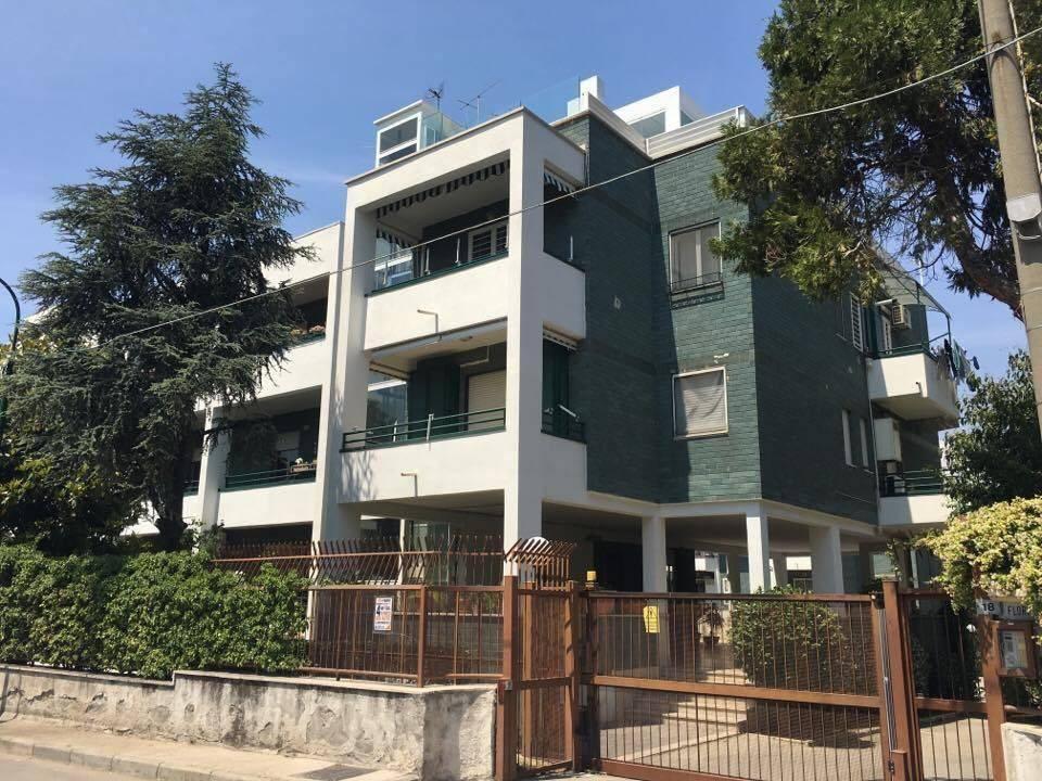 Appartamento in buone condizioni arredato in affitto Rif. 9195237