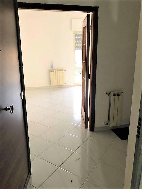 Appartamento in buone condizioni in affitto Rif. 9197634