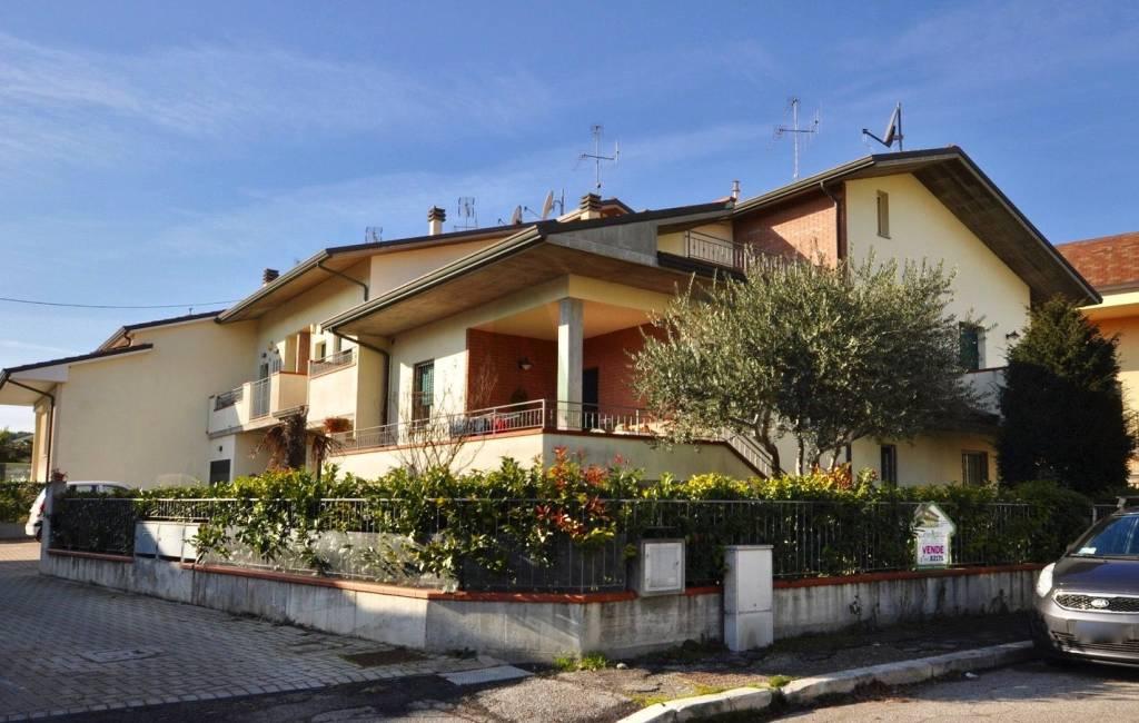 Villa in Vendita a Cesenatico Centro: 5 locali, 215 mq