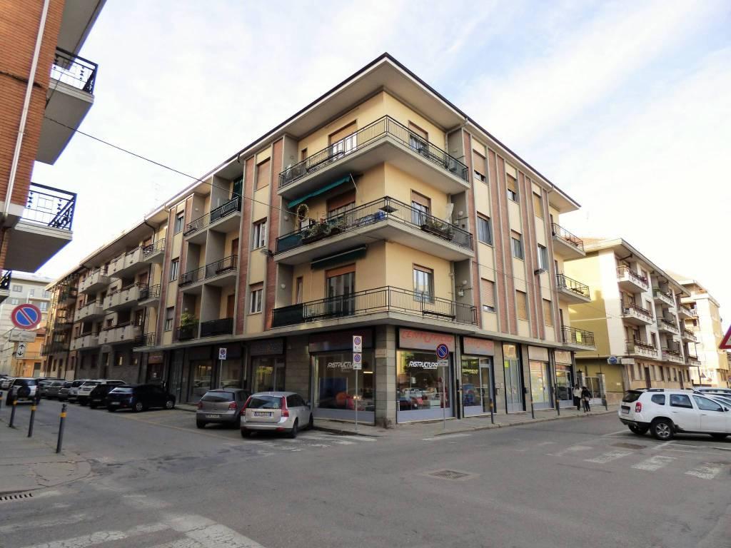 Appartamento in buone condizioni in vendita Rif. 9196663