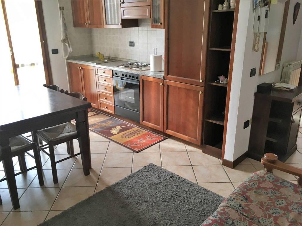 Appartamento in ottime condizioni arredato in affitto Rif. 9197657