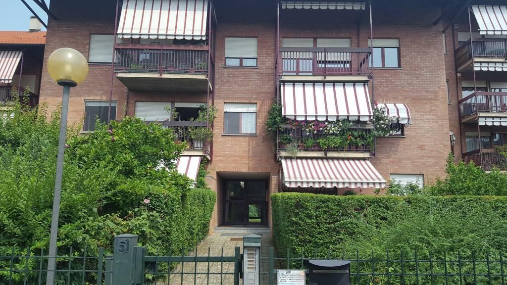 Appartamento in buone condizioni in vendita Rif. 9463985