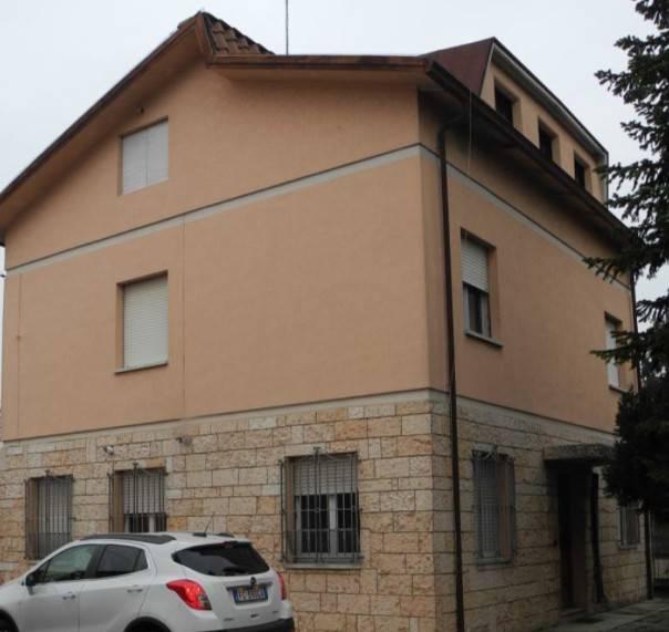 Appartamento in buone condizioni in vendita Rif. 9197859
