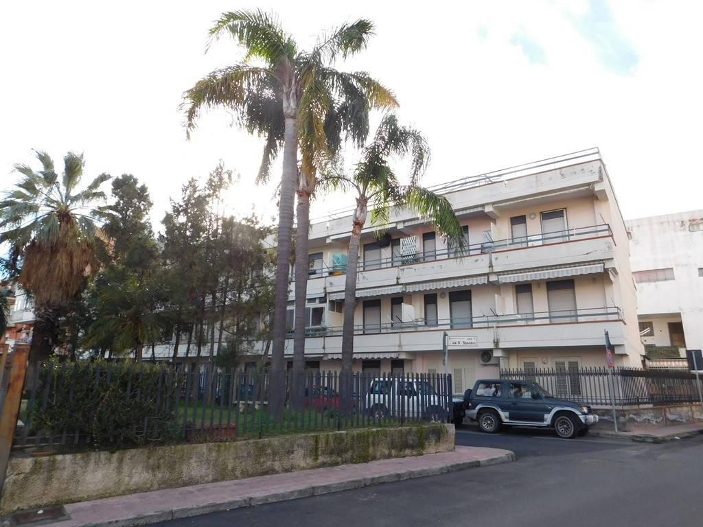 Appartamento in buone condizioni arredato in vendita Rif. 9191884