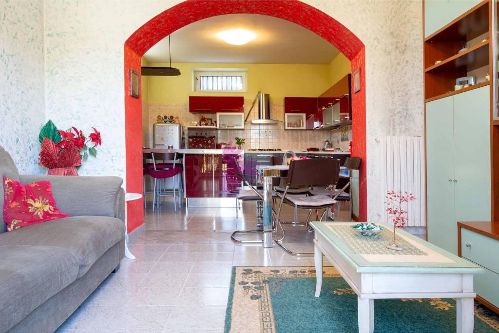 Villa in buone condizioni in vendita Rif. 8965532