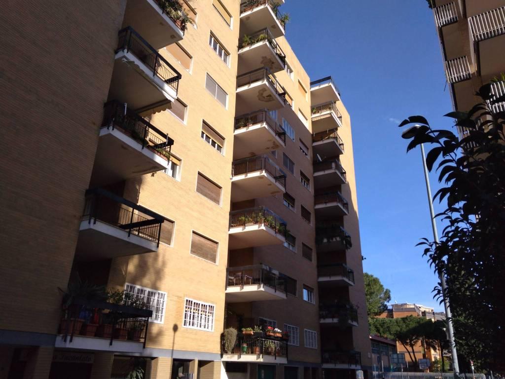 Appartamento in buone condizioni in affitto Rif. 8618579