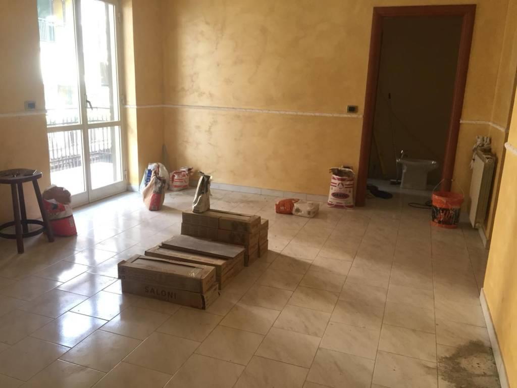 Appartamento in buone condizioni in affitto Rif. 9196557