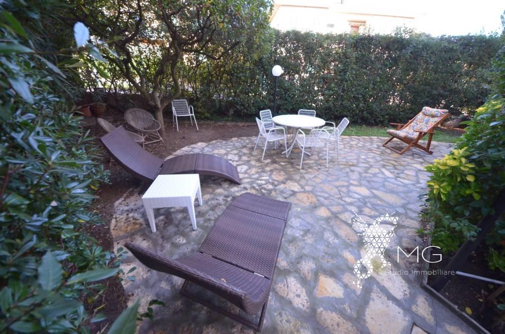 Appartamento in ottime condizioni arredato in affitto Rif. 9196301