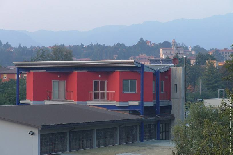 Immobile Commerciale in vendita a Besozzo, 6 locali, prezzo € 495.000 | CambioCasa.it
