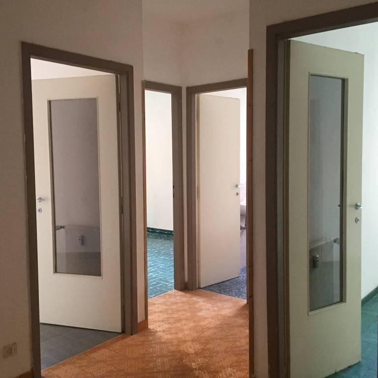 Appartamento in buone condizioni in vendita Rif. 9194602