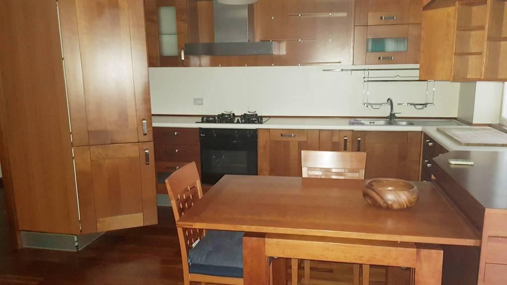 Appartamento in ottime condizioni arredato in affitto Rif. 9193663