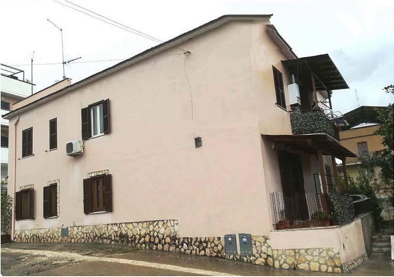 Appartamento in buone condizioni in vendita Rif. 9197577