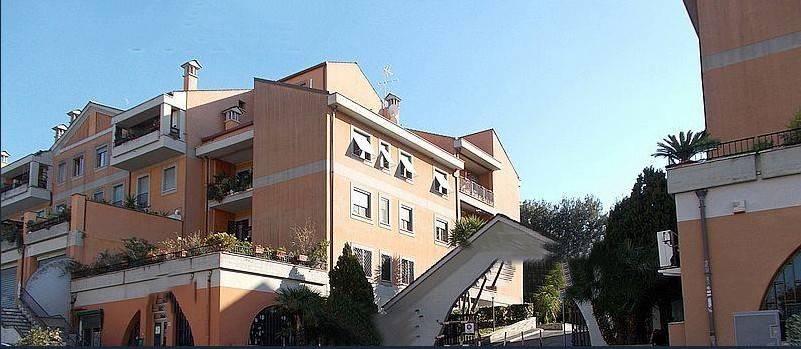 Appartamento in buone condizioni in vendita Rif. 9197578