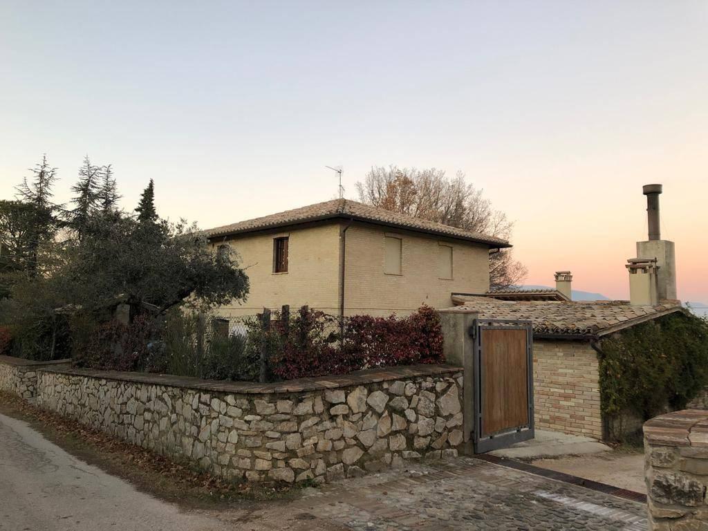 Villa 6 locali in vendita a Montefalco (PG)