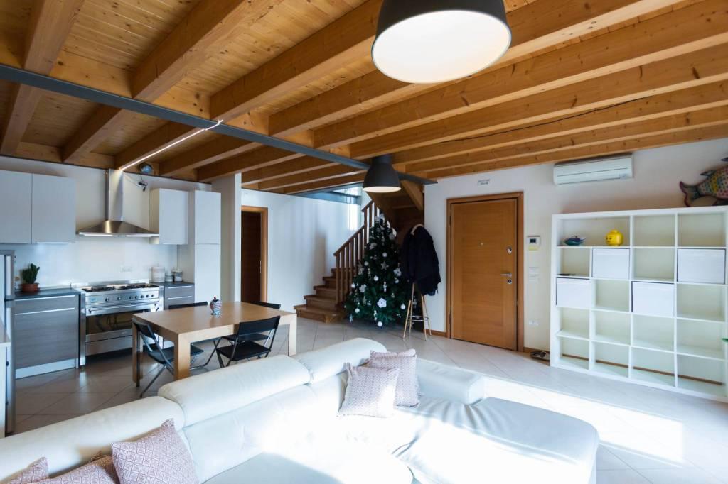 Appartamento in ottime condizioni in vendita Rif. 9193672