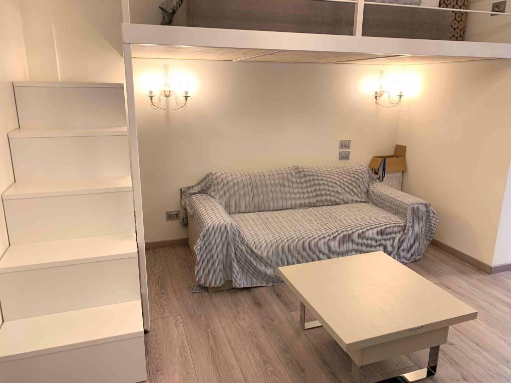Appartamento in ottime condizioni arredato in vendita Rif. 9244401