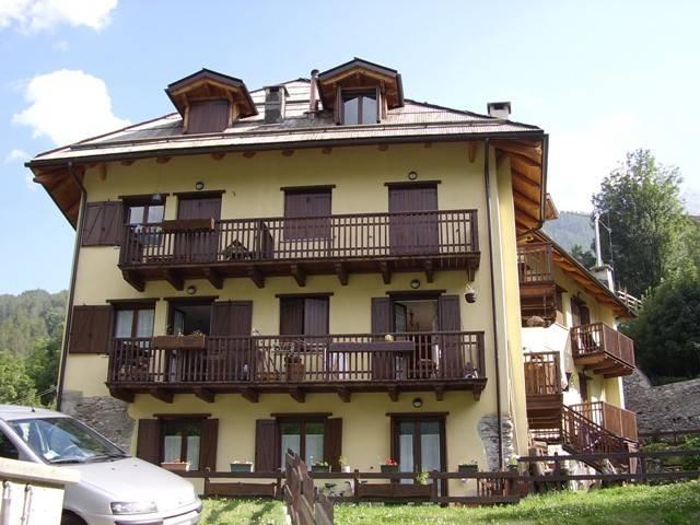 Appartamento in ottime condizioni arredato in affitto Rif. 9191796