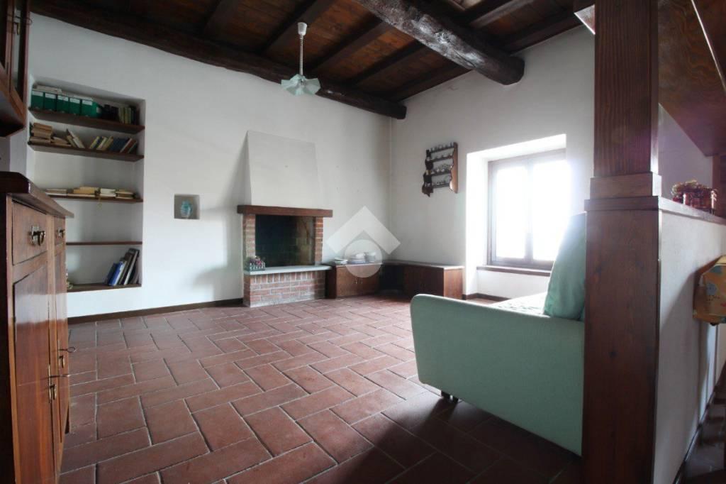 Appartamento in buone condizioni in vendita Rif. 9191543