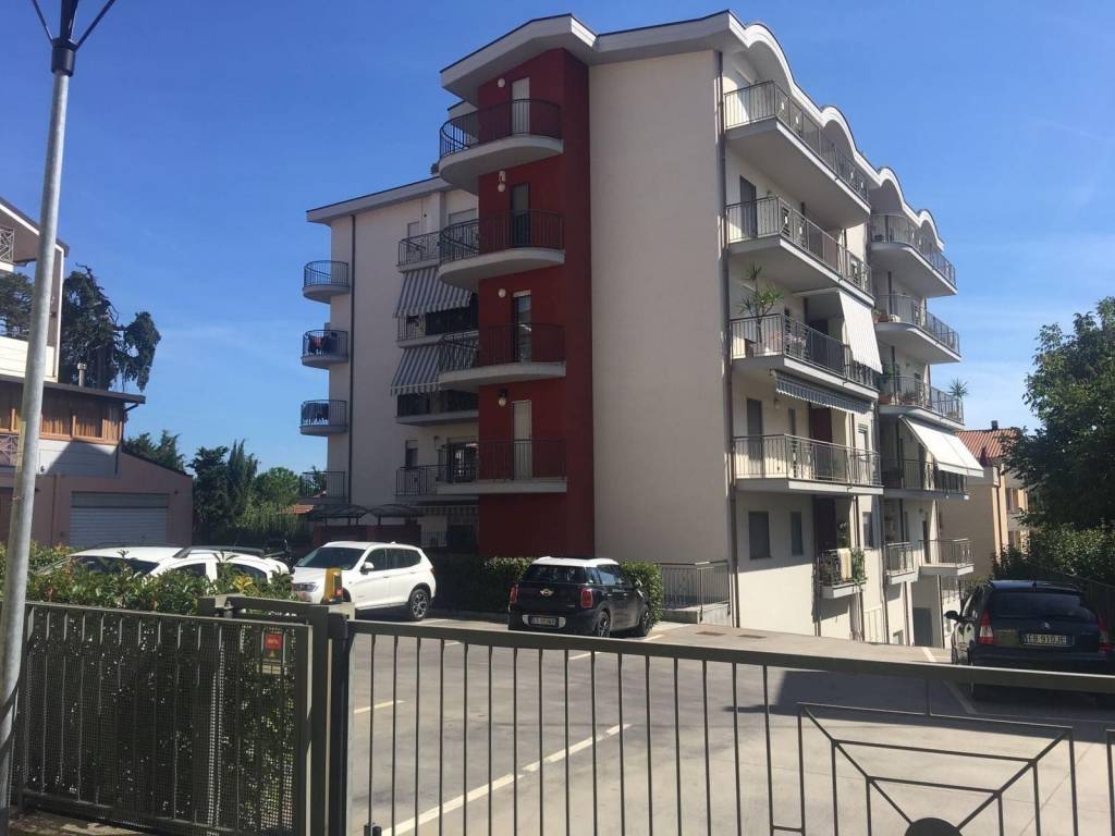 Appartamento in ottime condizioni in vendita Rif. 9195466