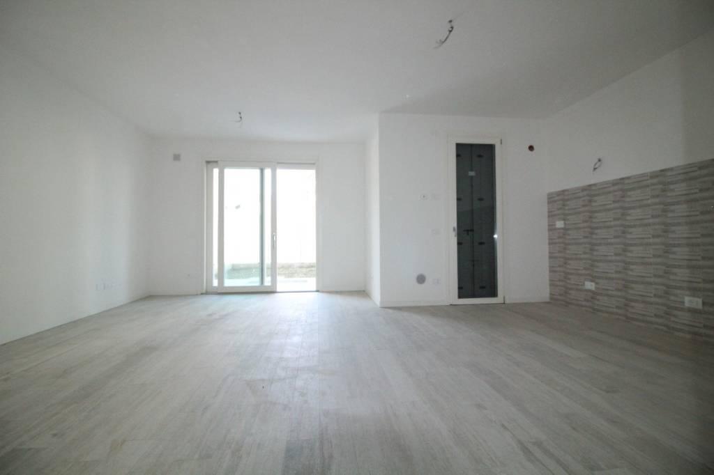 Nuova costruzione, Appartamento piano terra con 3 camere.