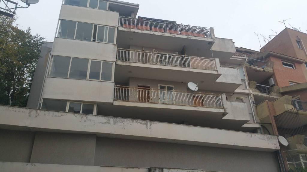 Appartamento in buone condizioni in vendita Rif. 9191817