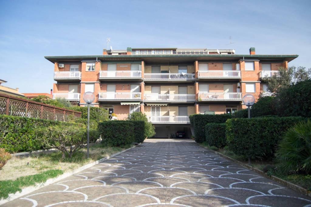 Torvaianica appartamento fronte mare completamente arredato